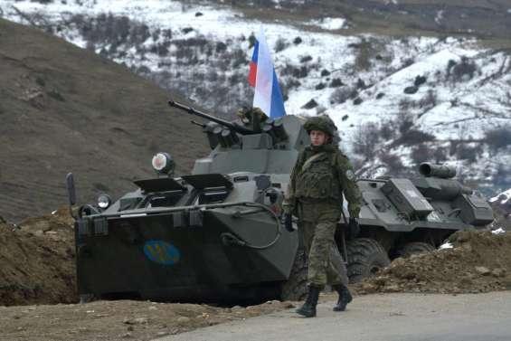 Karabakh: sur l'unique route vers l'Arménie, le calme se mêle à l'inquiétude