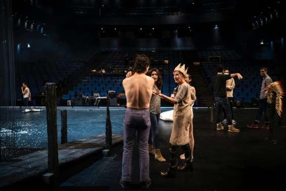 Théâtre: entre répétitions et réouverture incertaine, le quotidien sous tension des artistes
