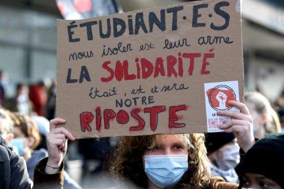 Précarité, perte de sens et solitude : les étudiants manifestent à travers la France