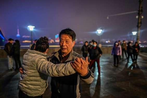 Virus: un an après le grand confinement de Wuhan, la pandémie plus forte que jamais