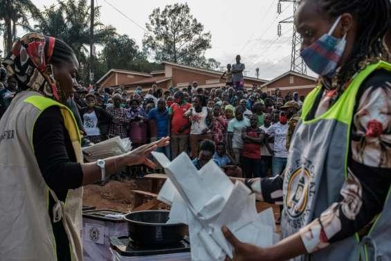 Ouganda: le décompte a commencé, Bobi Wine affirme avoir gagné