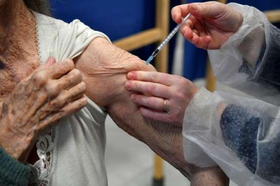 Vaccination Covid-19: 9 décès en France de personnes âgées et malades, pas de lien établi avec le vaccin