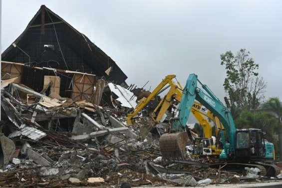 Indonésie: 60 morts dans le séisme de Célèbes, les recherches continuent