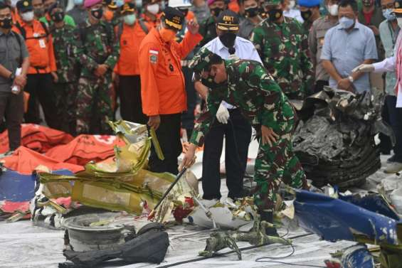 Accident de Boeing en Indonésie: les enquêteurs espèrent trouver la 2e boîte noire