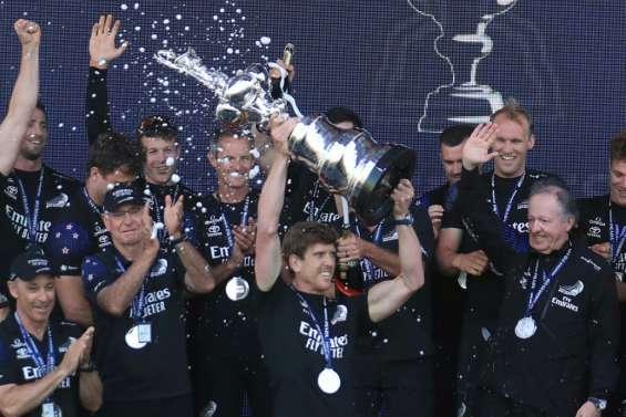 Coupe de l'America: Team New Zealand asseoit sa domination en remportant son quatrième sacre