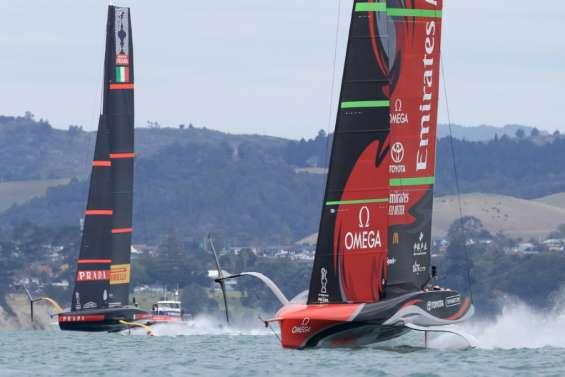Coupe de l'America: Luna Rossa tient tête à Team New Zealand