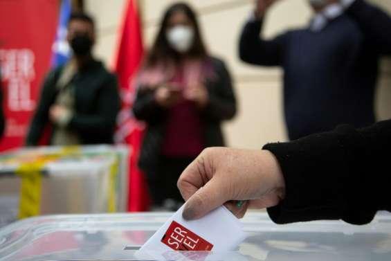 Le Chili élit les rédacteurs de sa future nouvelle Constitution
