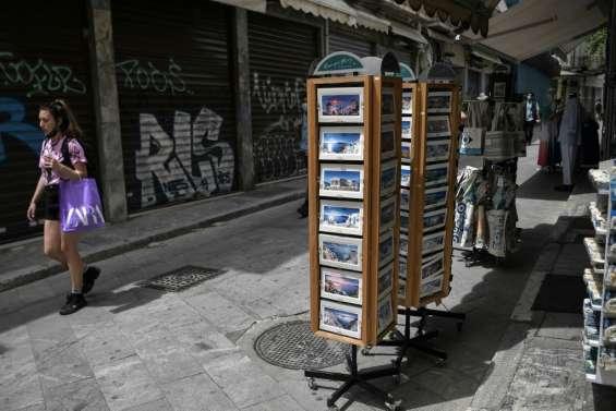 Coronavirus: la Grèce se rouvre aux touristes, les Américains commencent à tomber le masque