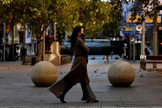 Covid: restrictions en Australie, Israël rétablit le masque en intérieur