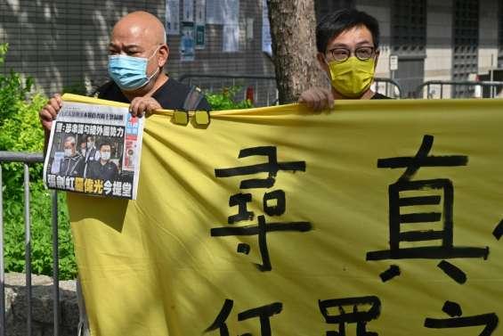 Hong Kong: libération sous caution refusée pour deux responsables d'un journal pro-démocratie