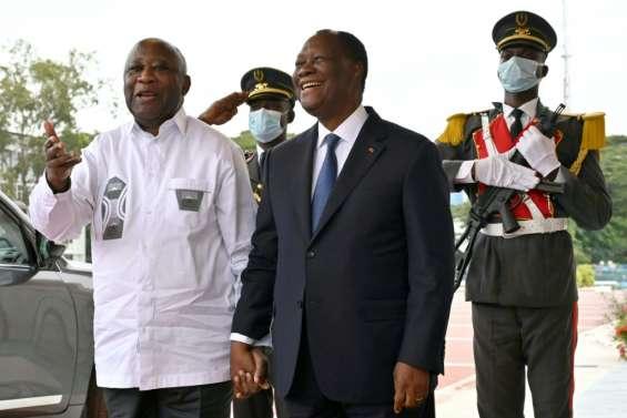 En Côte d'Ivoire, accolade et sourires entre les anciens rivaux Gbagbo et Ouattara
