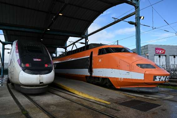 La SNCF fête les 40 ans du TGV, avec Macron