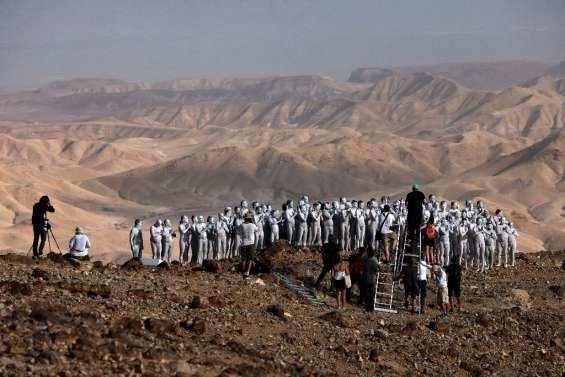 Israël: des personnes posent nues près de la mer Morte pour l'artiste Tunick