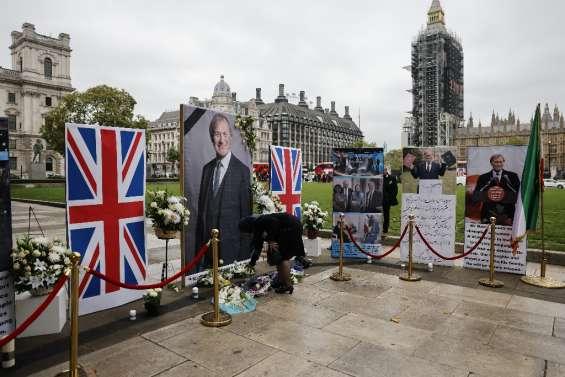 Sous le choc, le Parlement britannique rend hommage au député tué