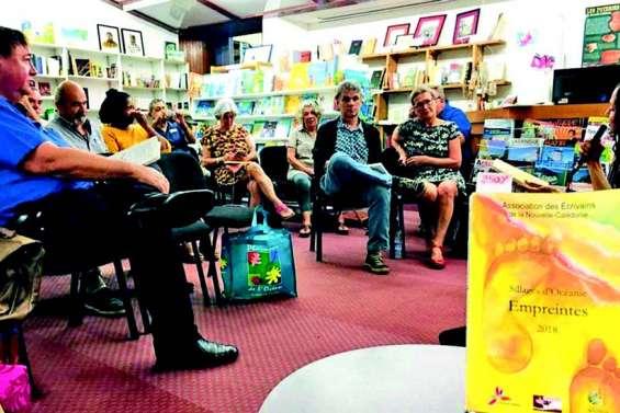 L'association des écrivains laisse son empreinte à la librairie Calédo Livres