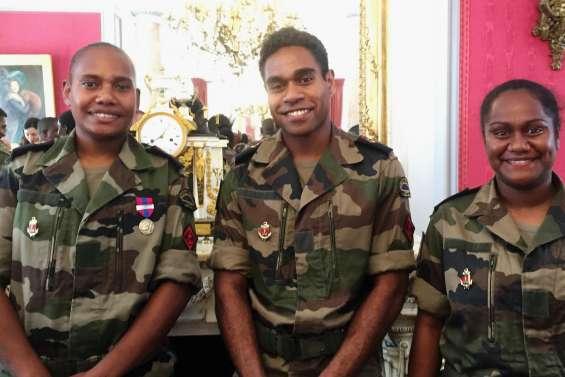 Trois Calédoniens au défilé du 14-Juillet à Paris