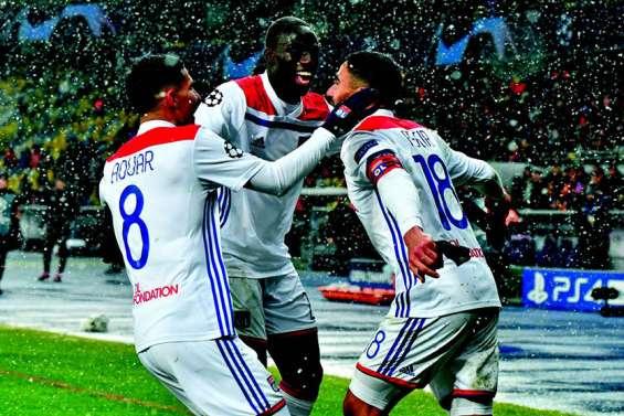 Lyon souffre mais revient dans le top 16 européen
