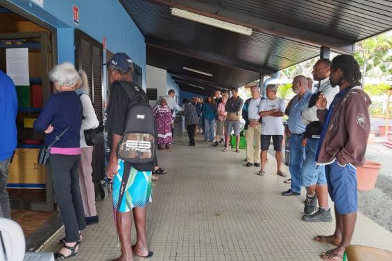 Référendum : un délai accordé pour les électeurs dans les files d'attente