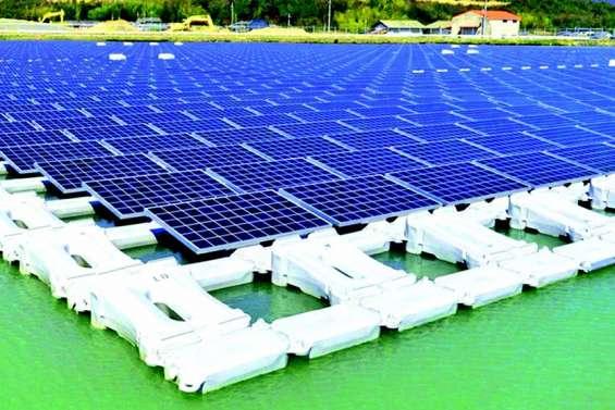 Une centrale solaire flottante en Provence