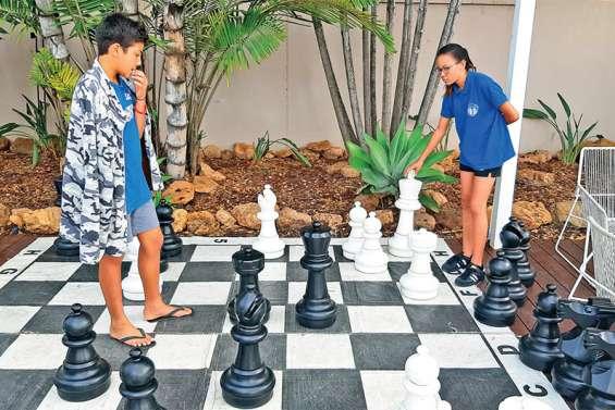 Découvrir les échecs en se mesurant à des joueurs de haut niveau