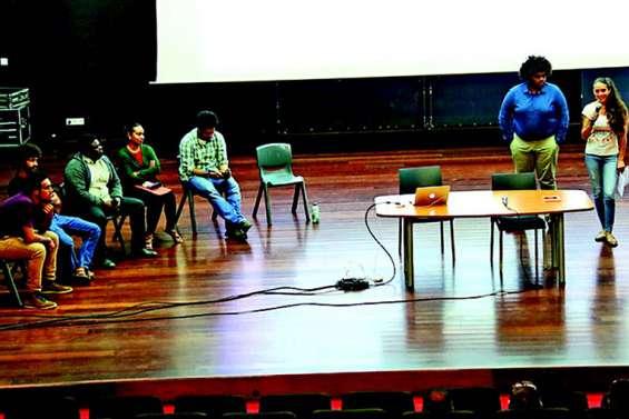Une conférence sur le référendum avec les étudiants