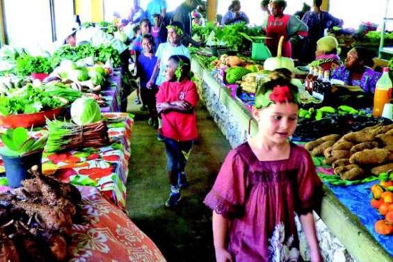 Des danses et des chants au marché municipal