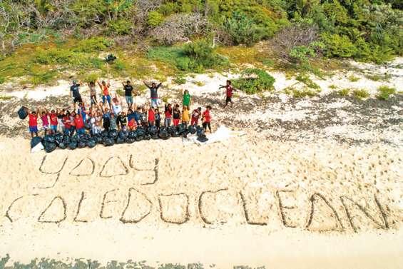 Des collégiens collectent 500 kg de déchets à Ouvéa avec Caledoclean