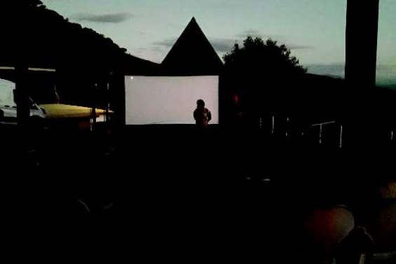 Une séance cinéma  sur le deck de la mairie