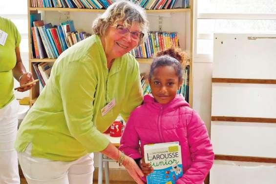 Des dictionnaires pour les écoliers de l'île Ouen grâce à Vocabulivre