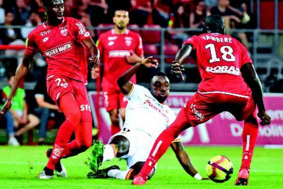 Dijon domine Lens et reste en Ligue 1