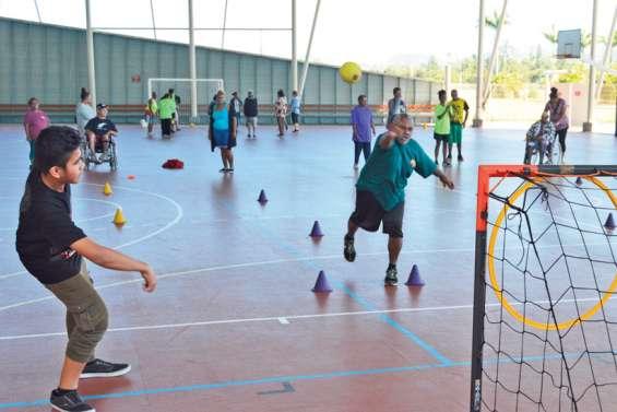 À l'Arène du Sud, le club de hand passe la balle aux personnes handicapées