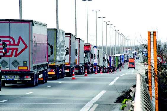Grève du zèle des douaniers à Calais et à Dunkerque