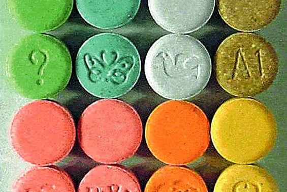 Imbroglio autour de la livraison d'un colis avec une centaine de cachets d'ecstasy et de cocaïne