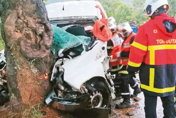 Un automobiliste s'encastre contre un arbre à La Tontouta