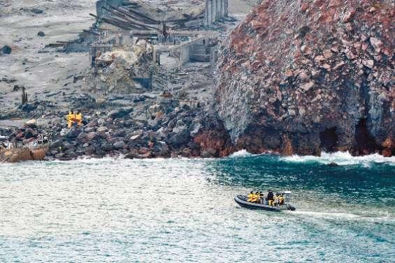 Eruption : des plongeurs  à la recherche de corps