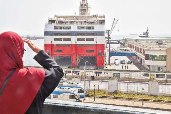 Le premier ferry en provenance d'Algérie