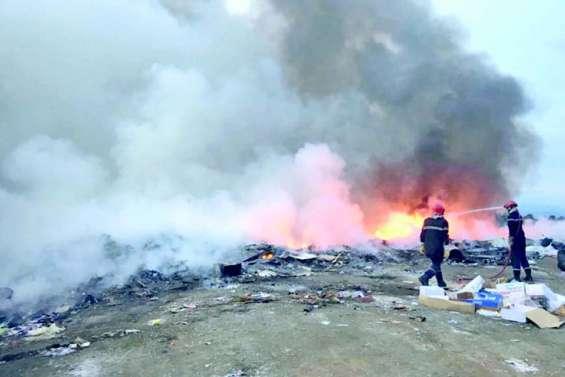 Un feu au dépotoir de Pouembout