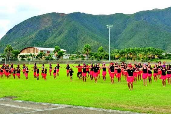 Une grande danse pour le flashmob Ori Tahiti