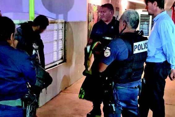 Gendarmes et policiers sur les baies de Nouméa