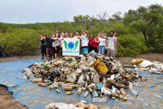 Païta : Caledoclean ramasse 580 kg de déchets dans la mangrove de N'Dé