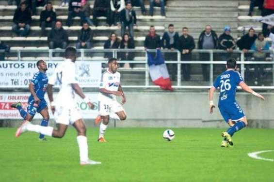 Gope-Fenepej titulaire, Amiens deuxième de Ligue 2