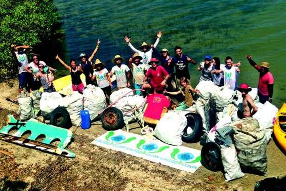 Plus de 350 kg de déchets ramassés sur l'îlot Charbon