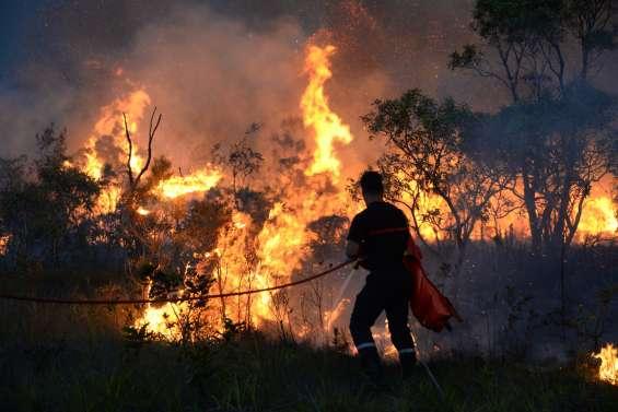 Un incendie détruit deux habitations à Koné