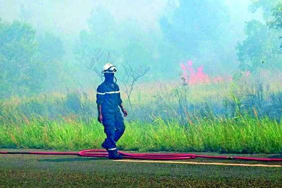 Incendies de Poya à Kunié, les pompiers sous tension tout le week-end