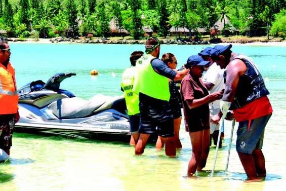 Les jeunes de l'APEH ont découvert une activité inédite au Kuendu Beach