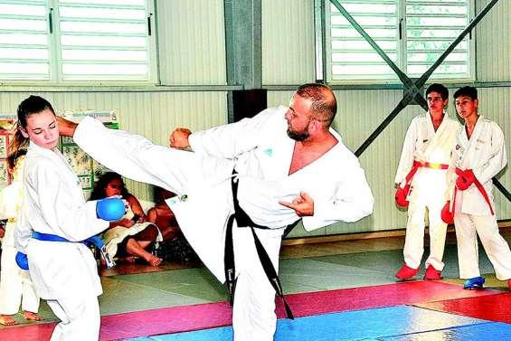 Un entraînement de karaté avec un champion du monde