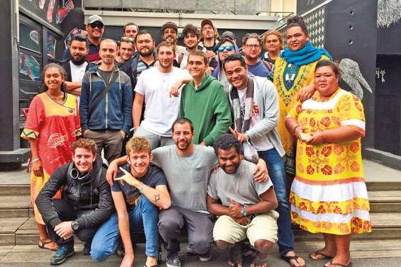 Trente Calédoniens plongés dans « La Piscine »