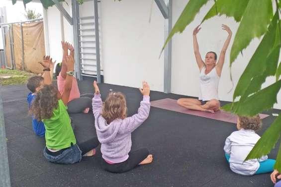 Des cours de yoga au centre aquatique Le Grand bleu