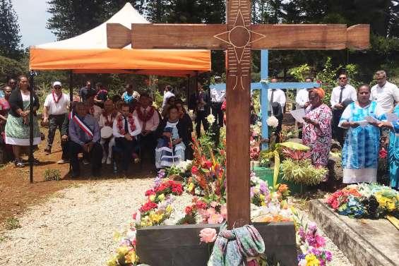 [VIDÉO] A l'île des Pins, Lecornu rend hommage au grand chef Vendegou