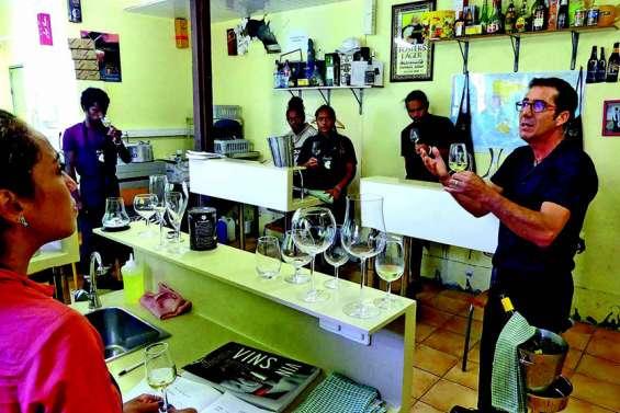 Onze futurs sommeliers formés aux métiers du vin au lycée Jean-XXIII